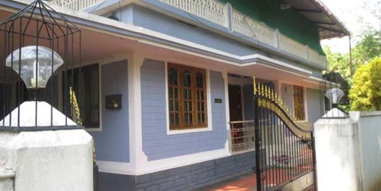 Land and house for sale at Moorkinikkara