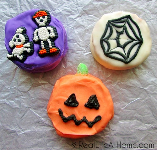 Easy Homemade Halloween Moon Pies   RealLifeAtHome.com