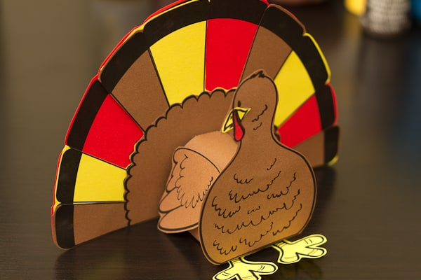 Super cute 3D Turkey cut out craft for Thanksgiving (complete with free printable and step-by-step instructions)