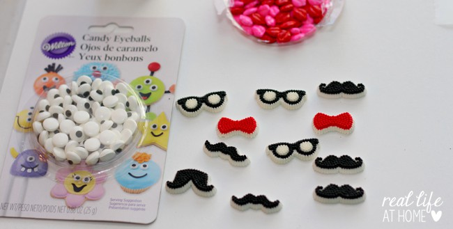 Decorations for Your Emoji Cookie Pops   Real Life at Home