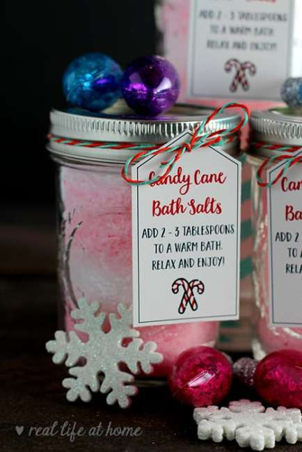 Homemade peppermint bath salts are a great DIY gift for the holidays! Here's a recipe for candy cane bath salts plus a free printable set of gift tags. #HomemadeGifts #PeppermintBathSalts #KidMadeGifts   Real Life at Home