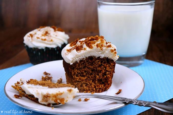 Easy Gingerbread Cupcakes with Homemade Cinnamon Cream Cheese Frosting Recipe