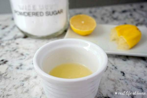 Homemade Lemon Glaze for Lemon Cupcakes
