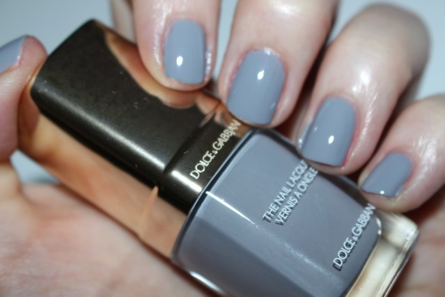 dolce-and-gabbana-fall-2015-nail-swatch-tahitian-grey