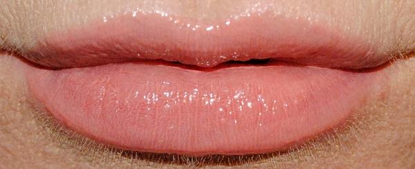 By Terry Lip Expert Shine Liquid Lipstick Swatch bare flirt