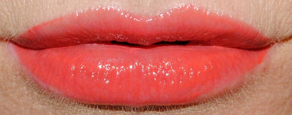 By Terry Lip Expert Shine Liquid Lipstick Swatch coral sorbet