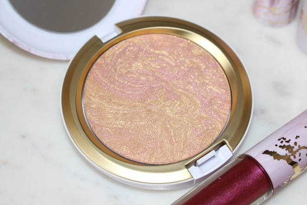MAC Electric Wonder Iridescent Face Powder in Serenity Seeker