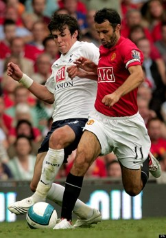 Gareth Bale, in duel cu idolul său, Ryan Giggs, la meciul de debut pentru Tottenham