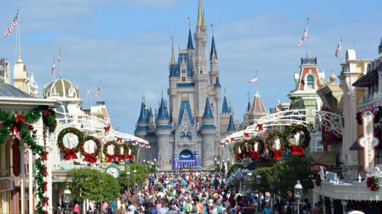 avoid crowds at disney world