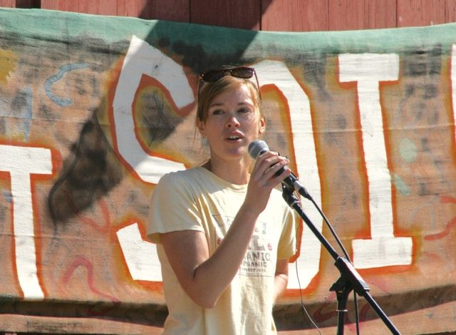 Maddie Kempner speaks to organic farmers at a rally in Vermont