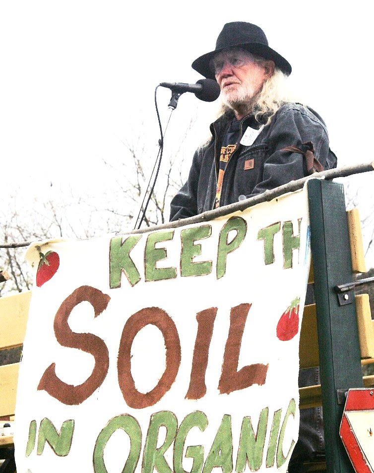 Will Allen speaks to organic farmers at a rally in Vermont