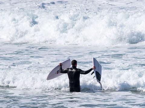 surfer with broken board
