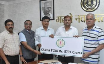 Forest Minister, Mohammad akbar, Chief Minister Bhupesh Baghel, Afforestation fund, 5 thousand 791 crore 71 lakh, Handed a check for the amount,