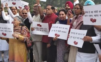 Congress MPs, Parliament House, Rising prices of onions, Protest,