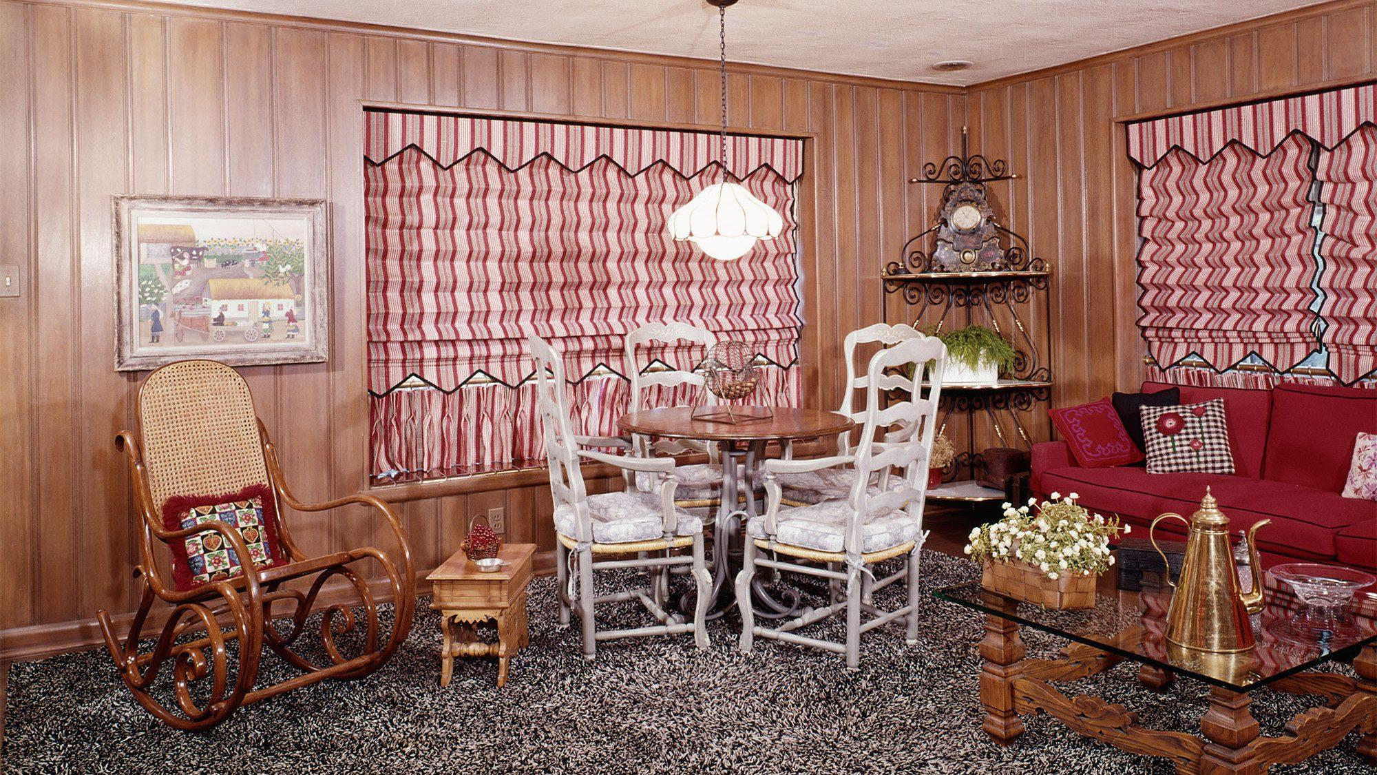 tacky-living-room