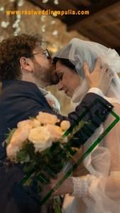 matrimonio baci e abbracci veri autentici e naturali degli sposi e invitati