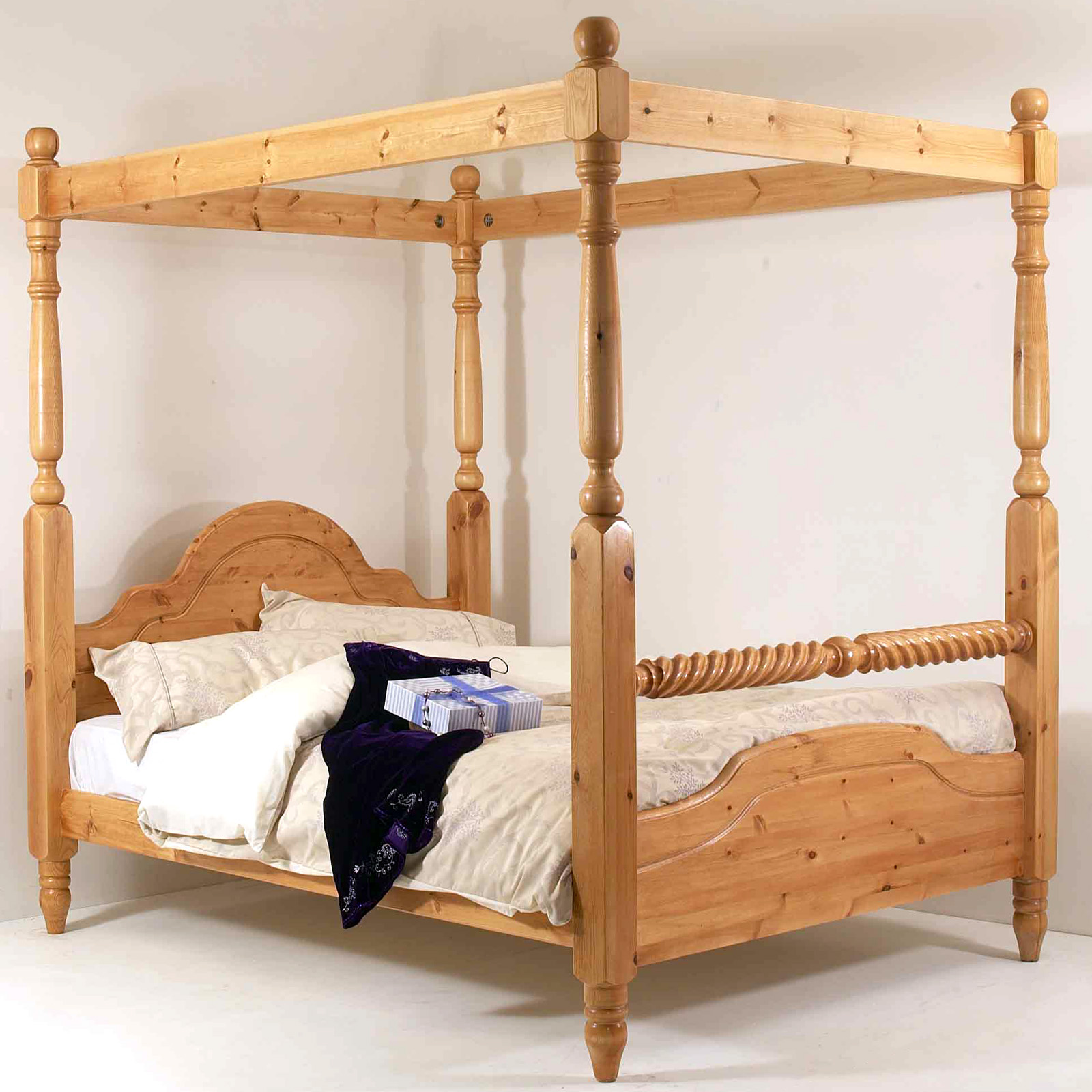 5ft classic rail four poster bed king size with barley twist