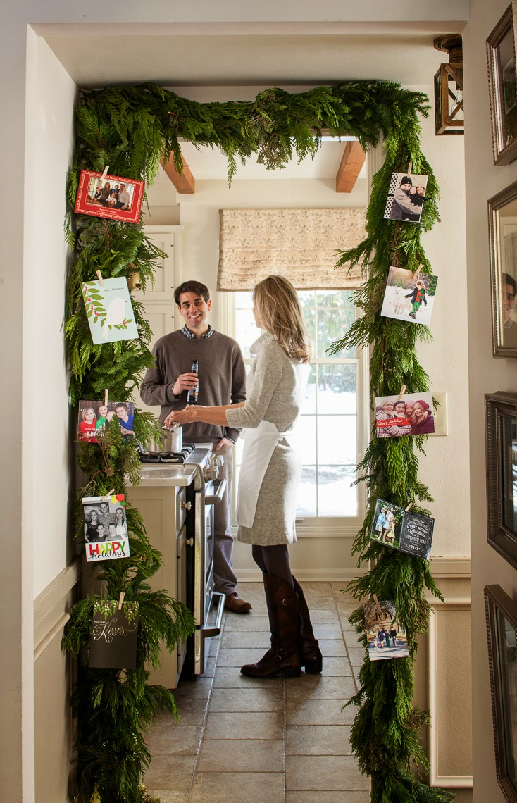green garland door frame card display