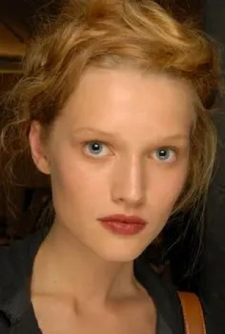 2015 Wedding Trends - Coral statement lipstick from Rebecca Loves Weddings www.rebeccaanderton.co.uk