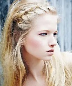 Prom Hair and Makeup Inspiration - Easy natural prom hair from Rebecca Loves Weddings www.rebeccaanderton.co.uk