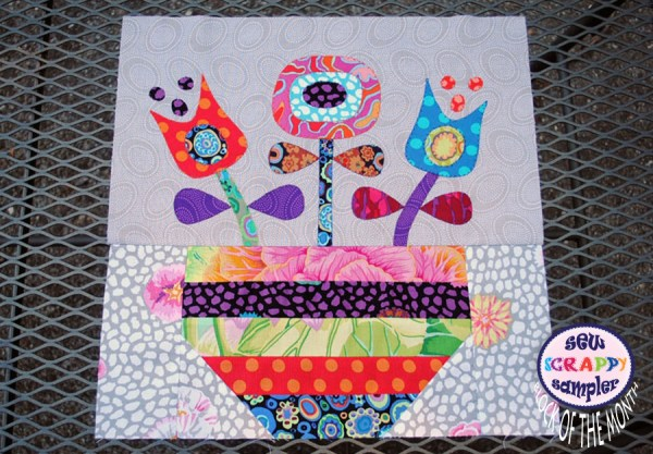 applique quilt block with flowers