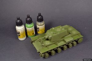 After priming, I have airbrushed everything with Vallejo Air paints, mixing colors to create slight modulation.