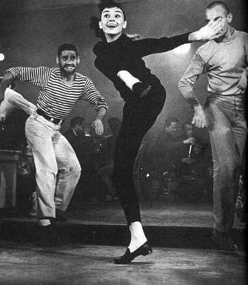 Audrey Hepburn mit Weejuns Pennyloafern von G. H. Bass