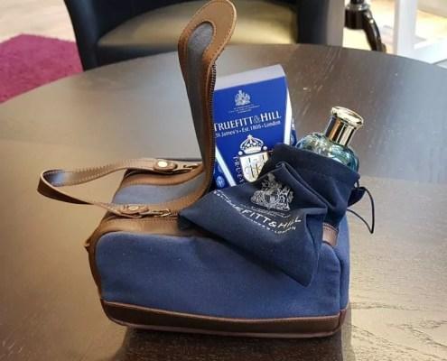 Kulturtasche Bruno Canvas blau in braunes Leder eingefasst