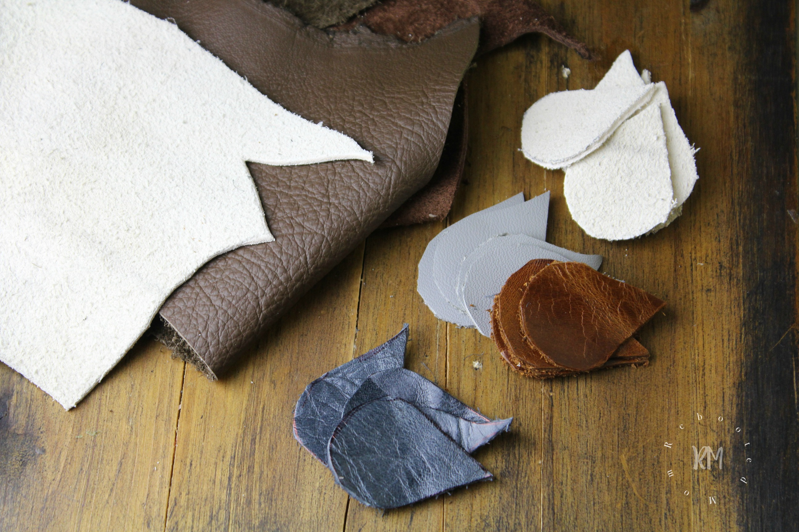 Make the coolest leather earrings with this simple DIY, leather scraps, and a simple tear drop shape file. This is an easy DIY that takes mere minutes!
