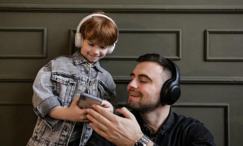 How-to-use-wireless-headphones