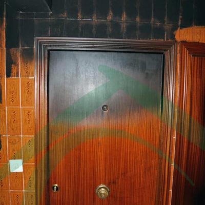 puerta-de-entrada-vivienda-afectada-incendio