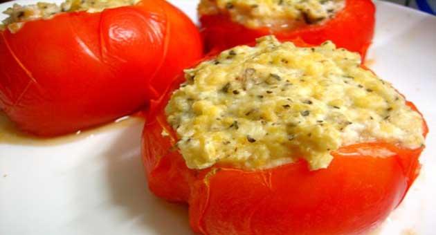 Tomates Recheados Com Ricota e Manjericão - Pão Fácil com Queijo Reino Tirolez