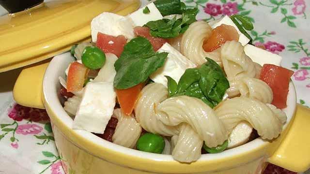 Salada Tropical Com Mussarela de Búfala - Receita de Berinjela Grelhada Vegana