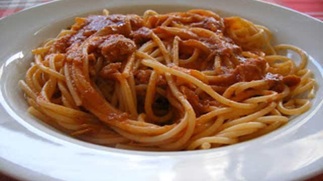 Espaguete Com Molho de Linguiça - Espiral ao Molho de Abóbora com Couve e Linguiça