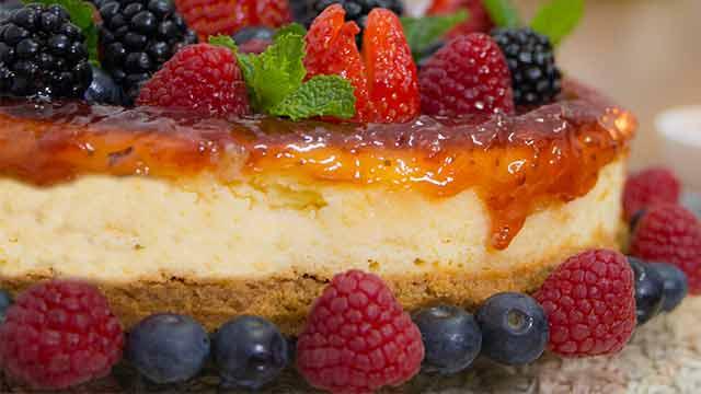 Cheesecake de Ricota Tirolez com Calda de Frutas Vermelhas 1 - Cestinhas de Lasanha Recheadas