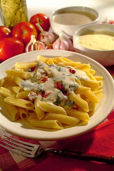 Como fazer Penne ao Molho de Espinafre com Tomate Seco
