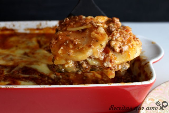 Lasanha de batata ou batata a bolonhesa