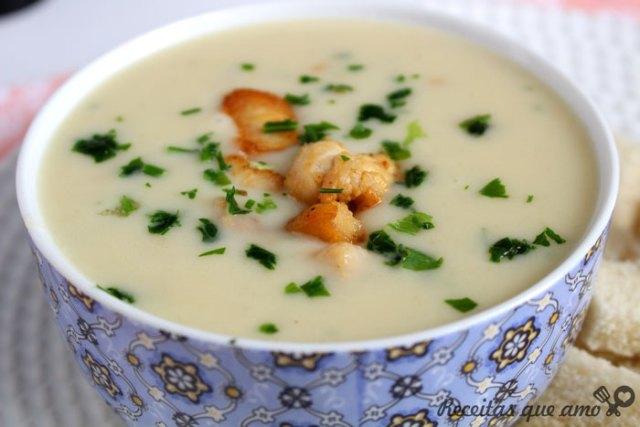 Sopa cremosa de frango com batata
