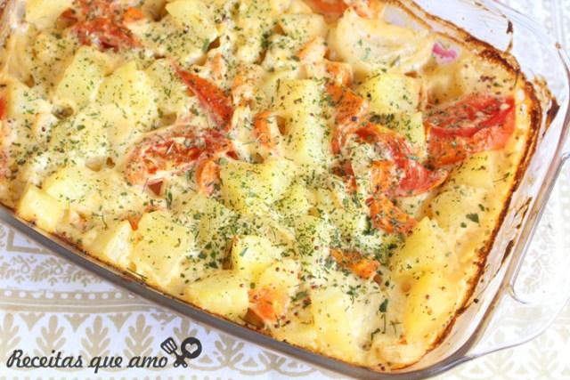 Assado de batata e legumes com maionese