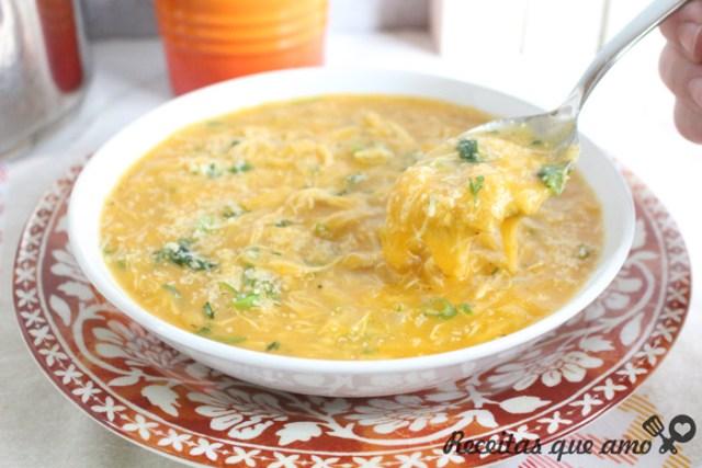 Sopa cremosa de batata com frango
