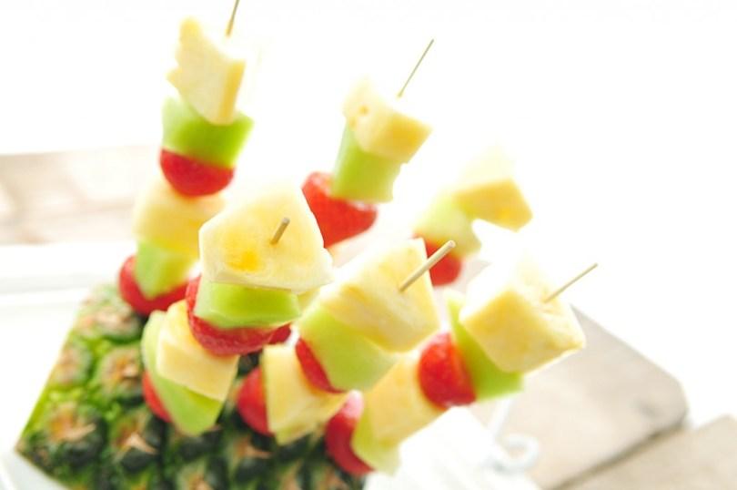 fruitspies met aardbei en annanas