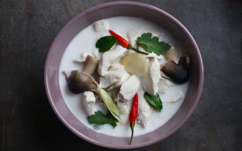 thaise-kippensoep-met-kokosmelk