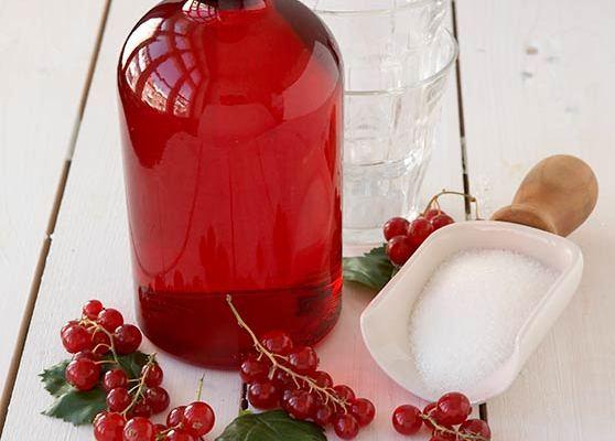 Röd vinbärssaft med vanilj