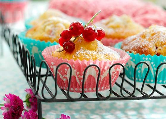 Bär och fruktmuffins med mandelmassa