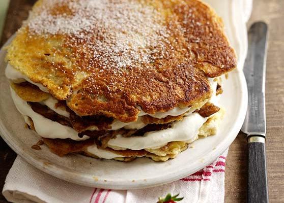 Lyxig pannkakstårta med bananfyllning