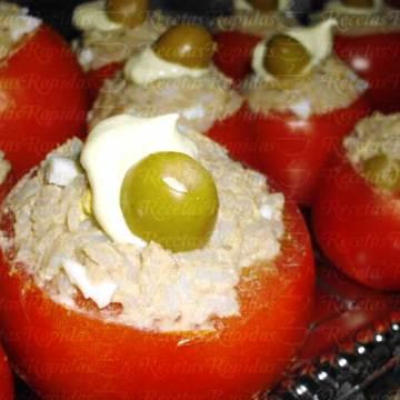 Cómo hacer tomates rellenos de arroz y atún