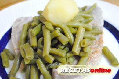 Atún a la plancha con judías verdes rehogadas - Recetas de cocina RECETASonline