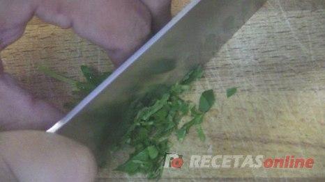cómo-picar-perejil-fresco---Recetas-de-cocina-RECETASonline