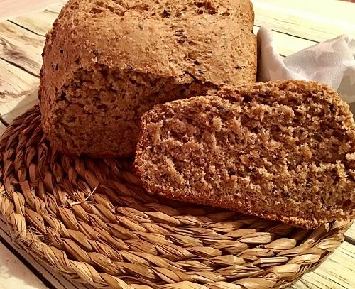 Pan integral con sésamo negro