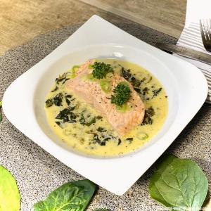 saumon-a-l'oeille-epinards